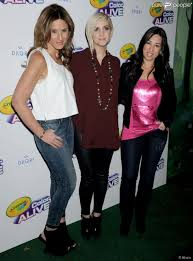 Simpson joinsthe MOMS co-creators Denise Albert [L]and Melissa Musen Gerstein [R]